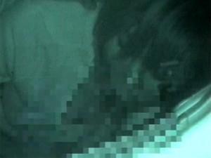 【赤外線カメラ盗撮動画】車内でカーセックスをするショートカット女子…元モー娘のあの子に激似ww
