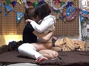 【室内盗撮動画】ヤリ部屋という名の隠しカメラを6台設置したワンルーム…たった数分で女がセックスモード突入ww