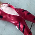 【キャンギャル盗撮動画】惣流アスカラングレーのコスプレをしたコンパニオンのハミ乳が本当にヤバイww