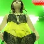 【無修正盗撮動画】下着モデルのバイトをする素人女子大生の更衣室に隠しカメラ…局部ドアップ撮りww