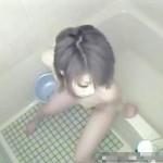 【風呂オナニー盗撮動画】入浴時間が長い姉を弟が防水カメラで隠し撮り…浴槽に座った開脚オナニーww