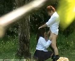 【青姦隠撮動画】帰り道の公園で彼氏にフェラチオする女子校生カップルを望遠レンズで隠し撮り…