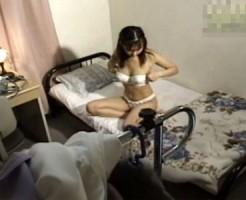 【オナニー隠撮動画】真面目が取り柄の姉が極太バイブを使って自慰行為する様子を弟が隠しカメラ撮りww