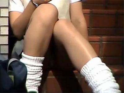 【パンチラ隠撮動画】紐過ぎるTバックで肛門が丸見えになっている露出女子校生を隠し撮りww