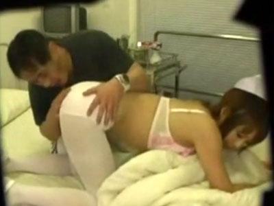 【病院隠撮動画】性欲強い患者の押しに負けた新人ナースは病室や病院の屋上で風俗嬢の扱いを受けてる件ww