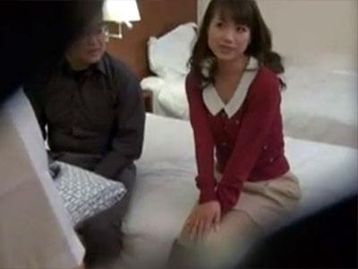 【SEX隠撮動画】旦那の寝取られ性癖…愛してる妻を他の男に寝取られるところを見たい夫が隠し撮りww