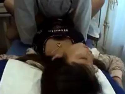 【産婦人科隠撮動画】結婚2年目のギャル妻が不妊相談…悪徳な産婦人科医が診察室で生中出しww