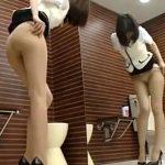 【着替え隠撮動画】めちゃ×2綺麗な足したOLが女子トイレで破れたパンストを履き替える様子を隠しカメラ撮りww