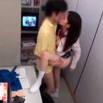 【SEX隠撮動画】バイト時給アップのために店長とセックスする女子校生がとんでもないビッチだったww