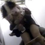【レイプ盗撮動画】夜中の公衆女子トイレでタイトスカートOLを背後から強姦…泣き叫ぶ女がヤバイww