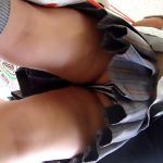 【JK逆さ撮り盗撮動画】生々しい食い込みパンツを接写で隠し撮り…コンビニ店内にいた女子校生のパンツ撮りww