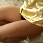 【イタズラ盗撮動画】路上で全裸にされた素人ギャルに過激コスプレ渡して立ち去った結果ww