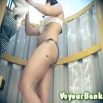 【海外盗撮動画】日本人にはないエロ体型の美尻外人がビキニ水着から私服に着替える更衣室を隠しカメラ撮り…