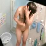 【民家盗撮動画】貧乳で薄いマン毛…気の強い姉に復讐するために風呂を盗撮した弟がネットで流出ww