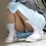 【パンチラ隠盗動画】ロリ可愛い新人ナースが休憩中にマン毛透ける座りパンチラを隠し撮りww