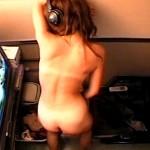【オナニー隠盗動画】インテリ眼鏡の性欲溜まった40代前半の熟女が試写室で全裸になり自慰行為を隠しカメラ撮りww