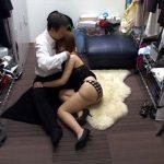 【SEX隠撮動画】客に飲まされすぎて泥酔状態のキャバクラ嬢を黒服が介抱…ドレスを脱がせて即ハメww