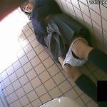 【トイレオナニー隠撮動画】クラス内でイジメを受けてそうな大人しい女子校生が学校の女子トイレで…