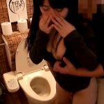 【トイレSEX隠撮動画】合コンで少し酔った女子を居酒屋トイレで即ハメ中出しする一部始終…